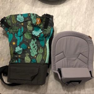 Tula baby carrier and infant insert l- Like new!